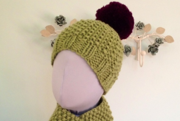 Ladies chunky bobble hat